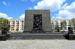 Monument_to_the_Ghetto_Heroes_in_Warsaw_05.JPG