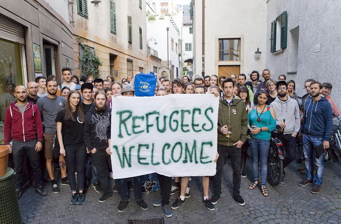 2015 12 refugees welcome